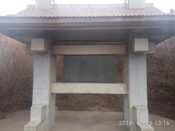 葫芦岛 游记          西山储油库是在驻港纪念碑下的三个巨大水泥桶