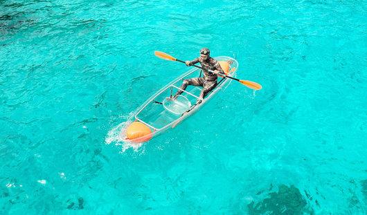 玩耍水上滑梯,透明皮划艇,水上v滑梯对触觉图片