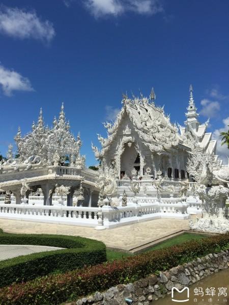由泰国著名建筑师(原为画家)chalermchaikositpipat精心设计,并监督