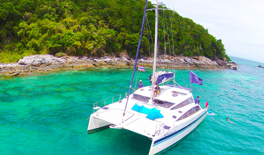 泰国芭提雅双体帆船半日游 (沙晶岛 猴子岛 日落之旅 浮潜 海钓 中文