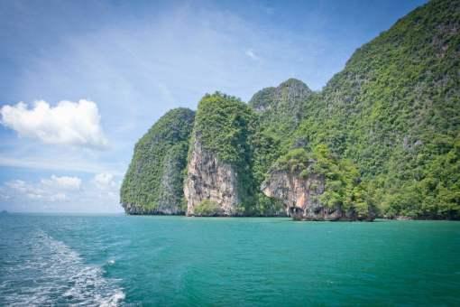 普吉岛的燕窝举世闻名,每年泰国皇室都会派专人前来购买最好品质的