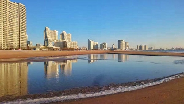 北戴河 游记  秦皇岛市区并没有什么特别的景点,但有一处很漂亮很休闲
