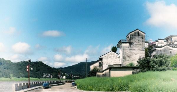 一个人站在高处风景图片