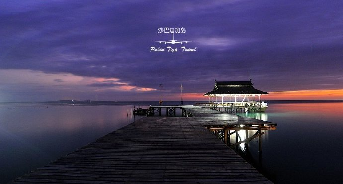 迪加岛国家公园距沙巴西海岸10公里。位于亚庇西南方约35海里处,从瓜拉班尤 (Kuala Penyu) 乘坐快艇约15分钟船程即可抵达。 由三个岛屿组成的迪加岛公园,其中迪加岛是是面积最大的岛屿,其余两个分别是卡蓝布尼安达密岛(Kalampunian Island) 以及卡蓝布尼安伯沙岛(Kalampunian Besar Island上发现多种类海蛇,因此也有较为人知的蛇岛之称)。岛上有许多的哺乳类动物, 包括无所不在的猕猴,以及巨蜥等爬行动物。奇特的禽鸟类,比如长得像母鸡,在热烫沙堆中孵蛋的营冢鸟,还