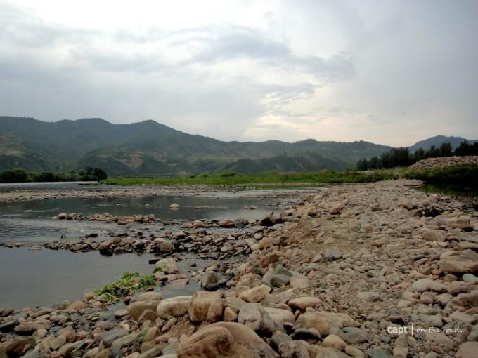 集安江边风景图片