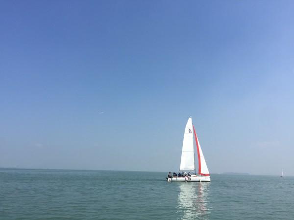 帆船没有解说员,只有一个默默的 皮是透明QQ有图片