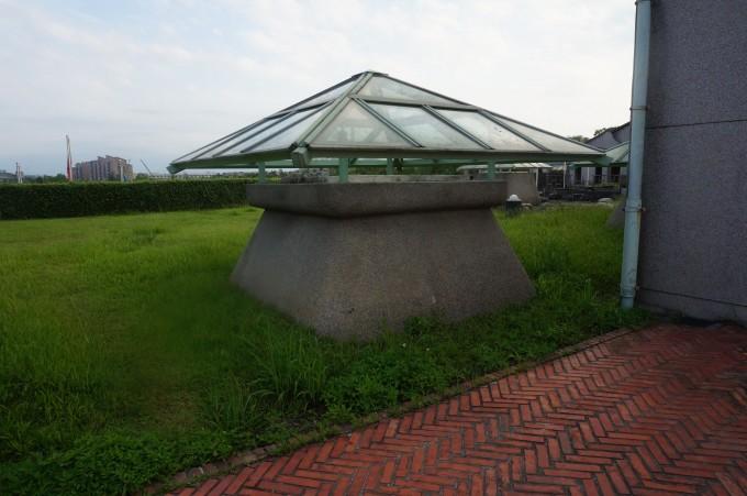 注意铺装做法(陶砖). 屋顶长廊和屋顶采光天窗.