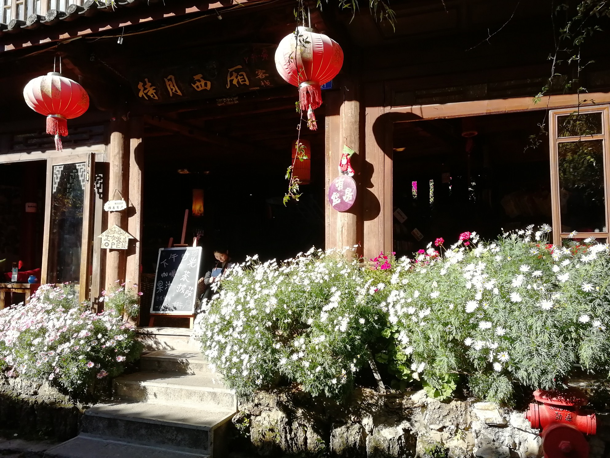 丽江古城给我两个印象建筑壮观和音乐美妙